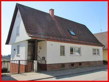 Großes Wohnhaus in Geiselberg mit schöner Außenanlage