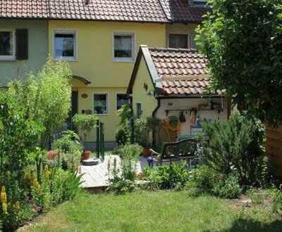 Reihenmittelhaus mit grüner Oase in Schweinfurter Siedlung