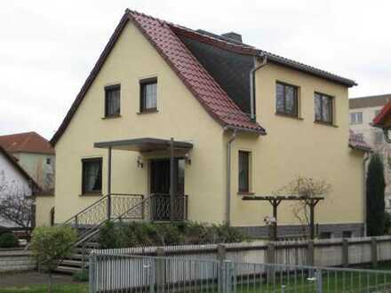 Sehr schönes Einfamilienhaus mit Garten in ruhiger Lage