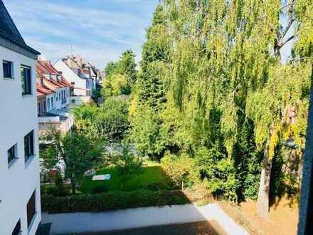 Sehr schöne, sanierte 4-Zimmer-Wohnung mit Balkon und EBK in Frankfurt am Main