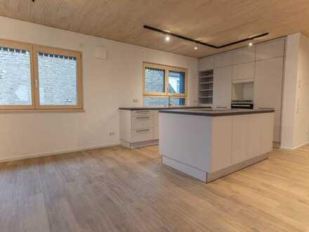 Geräumige, neuwertige 2,5-Zimmer-Wohnung mit Einbauküche im OG nach KfW40+ Standard!