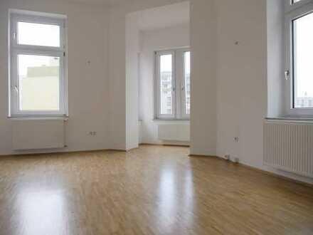 Komplett renovierte Wohnung mit festem PKW-Stellplatz...