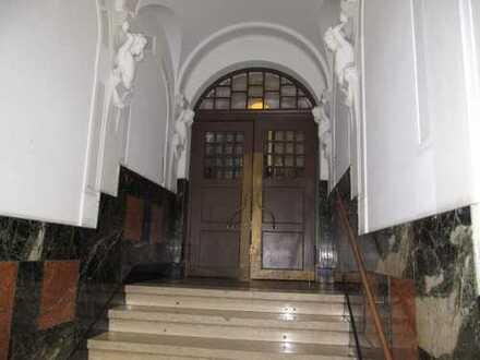 Bucher Straße ! Denkmalschutz, 3-Zi.-Altbau-DG-Whg., ca. 110 qm, Balkon, Parkett , 4.OG ohne Aufzug