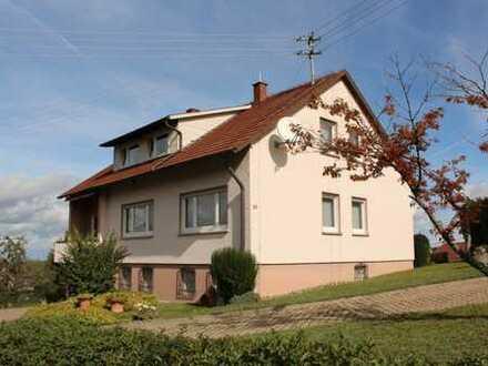 Gepfl. Einfamilienhaus mit ELW in herrlicher Aussichtslage