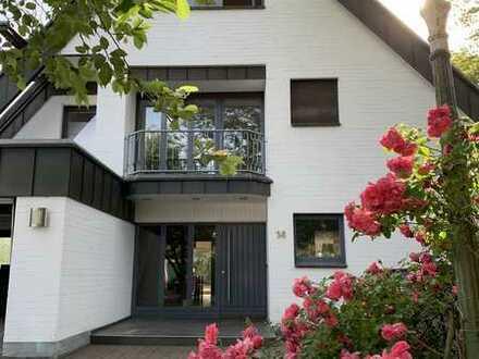 Sehr helle, großzügige Villa, 9 Zimmer, 1200m2 Garten in Meerbusch in Rheinnähe