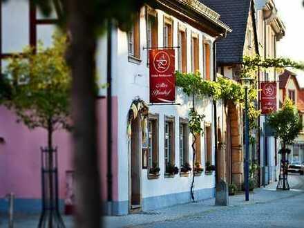 Kulturdenkmal in der Weinregion Vorderpfalz - Dreiseithof in Haßloch - Alter Pfarrhof 1740