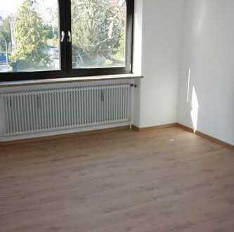 Schöne helle 2-Zimmer-Wohnung mit Balkon und Garage in Gersthofen, 820,- Warm
