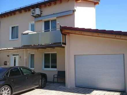 Neuwertige Doppelhaushälfte mit fünf Zimmern
