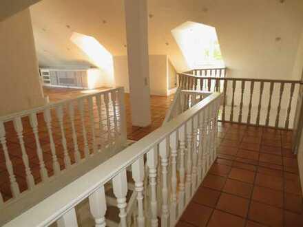 **Liebhaberobjekt**4-Zimmer-DG-Mais.-Whg., 2 Bäder, 3 Balkone, Kamin*163m² Wfl.**Bestlage**