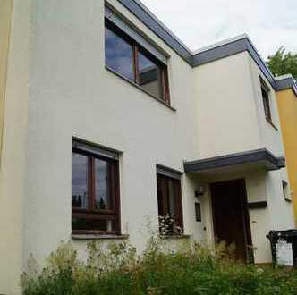 Ansprechendes 7-Zimmer-Reihenhaus zum Kauf in Wiesbaden, Delkenheim mit Platz für die ganze Familie