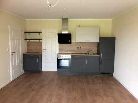 *Erstbezug nach Sanierung* 2-Zimmer Dachgeschoss-Wohnung (DG links)
