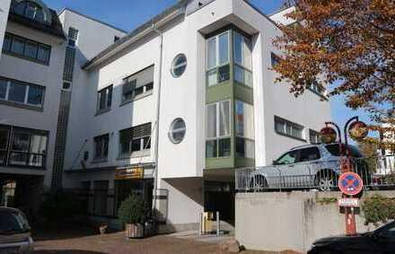 Vermietung NUR an 1 Person: 2 Zi. -Wohnung mit EBK, Aufzug und TG-Platz in Sindelfingen, WM: 1.070€
