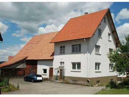 Geräumiges Bauernhaus mit Stall, Scheune und Garage in Salmendingen, Burladingen