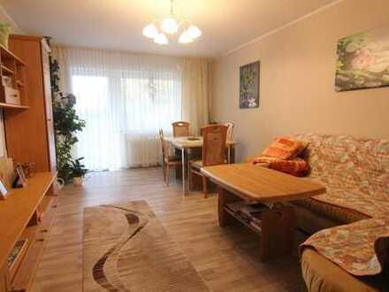 Vier Wände zum wohlfühlen! Helle Wohnung mit Sonnenbalkon in gepflegtem 6-Familienhaus!