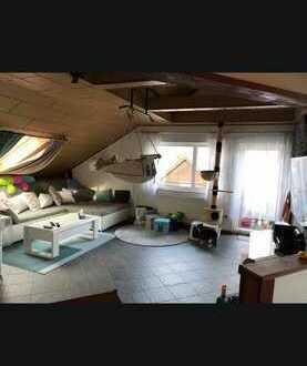 Helle 3-Zimmer Dachgeschoss Wohnung mit EBK, Balkon, Garten und kfz Stellplatz