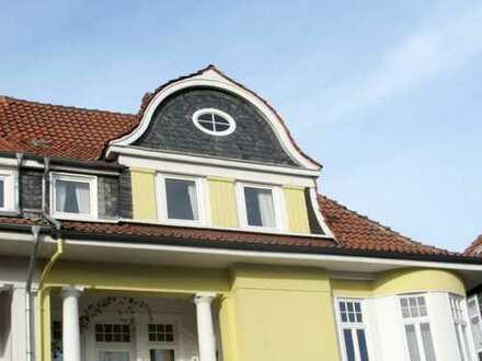 Großzügige Villenwohnung mit Balkon