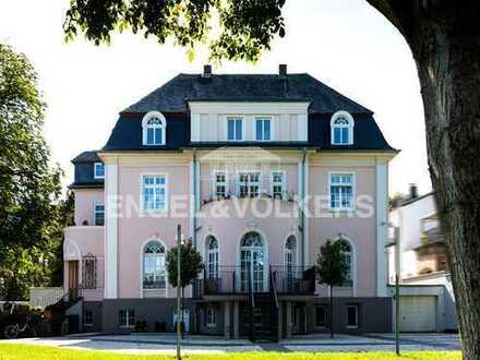 Elegante 4-Zimmer Wohnung in stilvoller Rheinvilla