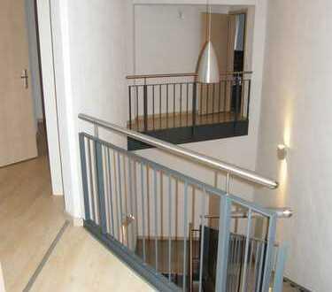 Einzigartige Galerie-Wohnung, EBK, FB-Heizung, Balkon, 2 Bäder, Aufzug