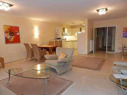 Helle, hochwertige 4-Zimmer-OG-Wohnung mit großem Balkon