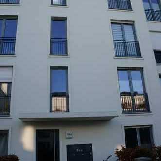 Ruhig gelegene, neuwertige 3-Zimmer-Erdgeschosswohnung mit Garten und Einbauküche in Raderberg, Köln