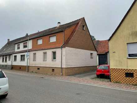 DHH mit großem Garten und Bauplatz in Dettenheim-Liedolsheim