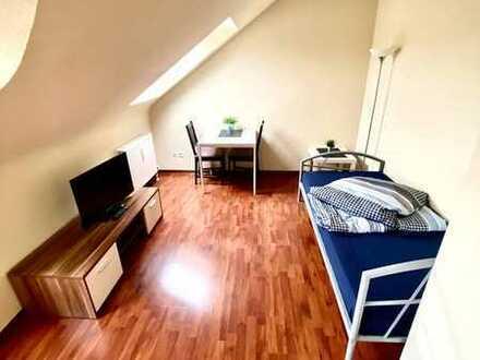 Gepflegte DG-Wohnung mit 1-Zimmer und Einbauküche in Mannheim