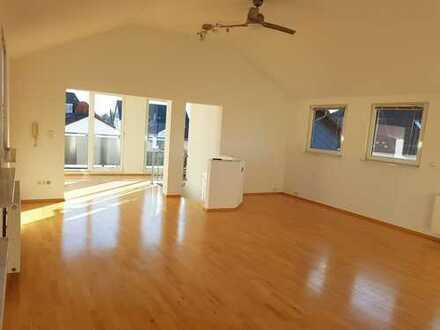 Gepflegte 2,5 Zimmer-Maisonette-Wohnung mit Balkon und Einbauküche in Erzhausen