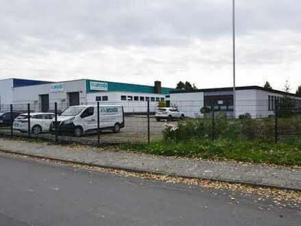KUNZE: Gewerbeimmobilie auf großem Grundstück mit zwei Hallen und Bürotrakt in Sarstedt