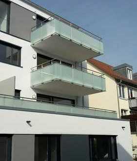Neue (2017) Top 3-Zimmerwohnung in zentraler Lage mit großem Balkon