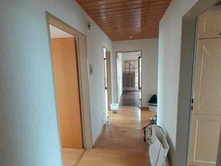 Modernisierte 3-Raum-Dachgeschosswohnung mit Balkon und Einbauküche in Löffingen