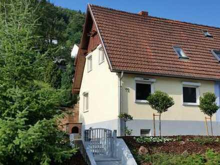 *** GELEGENHEIT: Sonniges, top-renoviertes EFH (4 Zimmer, Wohnküche, 2 Bäder) mit großem Garten ***
