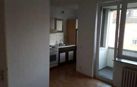 Schöne, renovierte Single-Wohnung mit Balkon und Einbauküche in ruhiger Lage in Buer!!!
