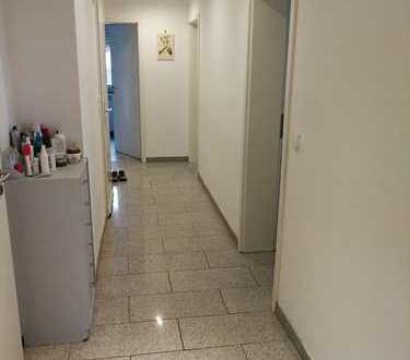 Sanierte 4-Zimmer-EG-Wohnung mit Balkon in Karlsruhe