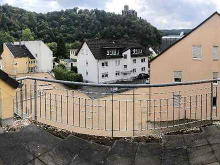 Sehr große und schön geschnittene 4 ZKB Maisonette Wohnung mit Balkon und Dachterrasse!!!!!!!!!!