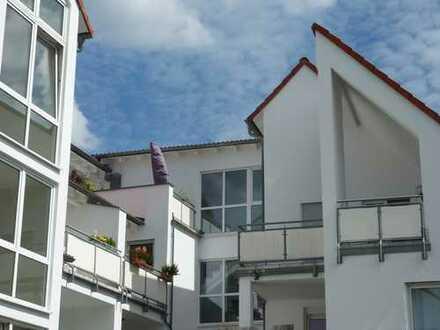 Gepflegte 3-Zimmer-DG-Wohnung mit Balkon in Rodgau
