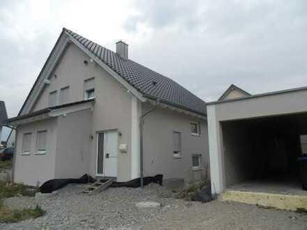Modernes Haus mit Restfertigstellungsarbeiten in Oberspeltach