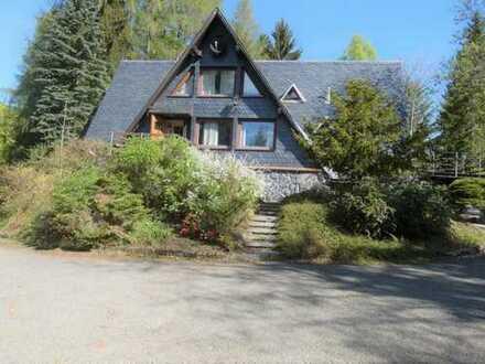 Waldanwesen mit Gästehaus in Alleinlage mit Seeblick