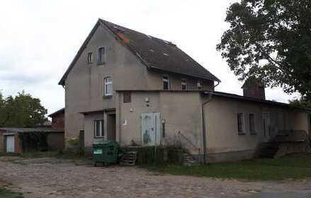 Großes Haus und Nebengelass mit Ausbaupotenzial in idyllischer Lage