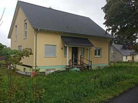 neugebautes Einfamilienhaus KfW 55 mit großen Garten zu verkaufen