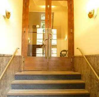 """ALL IN"" FOR € 900,-- p.M. / TOTAL CENTRAL / Ca. 45 m² möblierte Wohnung oberhalb Taunusstraße"