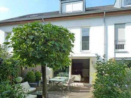 Schönes, geräumiges Haus mit fünf Zimmern in Köln, Sürth