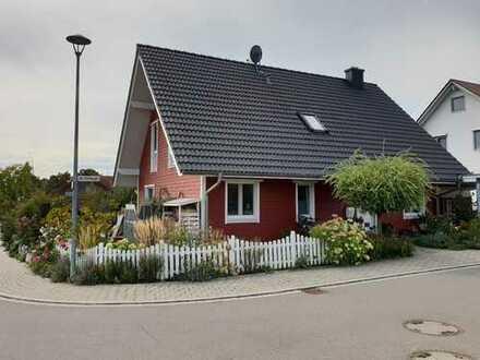 Einfamilienhaus im schwedischen Stil mit Garten in Walddorfhäslach