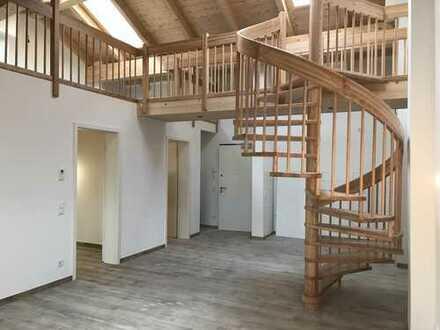 Nr. 21 Schöne lichtdurchflutete 3 Zimmer Wohnung mit EBK + Sichtdachstuhl Holz
