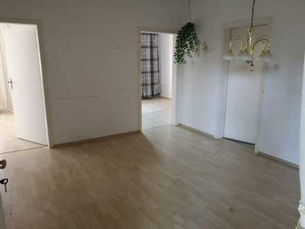 Gepflegte 2,5-Raum-Hochparterre-Wohnung mit Einbauküche in erbach