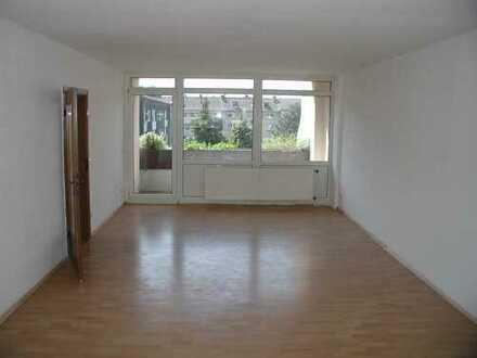 35 m² großes Wohnzimmer, Balkon, sehr gepflegte Wohnung (3. OG re)