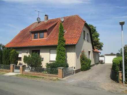 Großes Zweifamilienhaus in zentraler ruhiger Lage von Wagenfeld