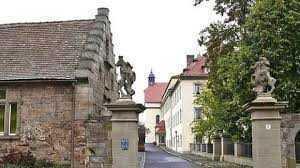 """Ihre Neue Geschäftsadresse: """"Schloss Löwenhain 1"""""""
