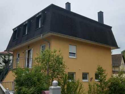 Exklusive Wohnung in Haus mit Einliegerwohnung in Bad Bergzabern, 3 Balkone, Stellplatz, Kamin