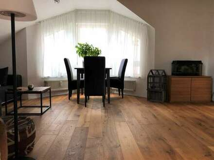 Sonnige und attraktive Dachgeschoss-Wohnung in ruhiger Wohnlage in L.E.-Oberaichen!