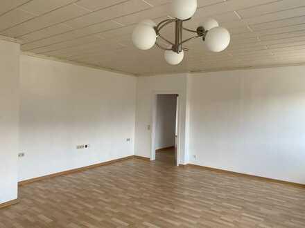 Großzügige modernisierte 5 -Zimmerwohnung mit Einbauküche im Gewerbegebiet Schorndorf